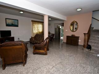 3 Bdrm Beach Villa Sup.InlandView Oroklini Larnaca - Oroklini vacation rentals