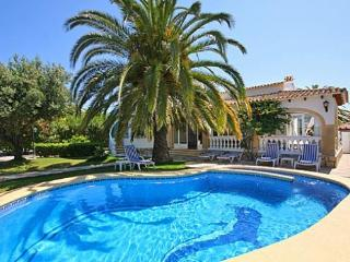 Beautiful Villa with Internet Access and Dishwasher - Els Poblets vacation rentals