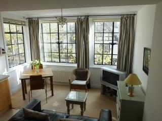 Charming Condo with Internet Access and Television - Royal Tunbridge Wells vacation rentals