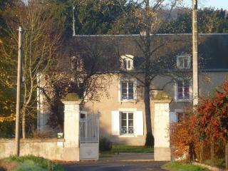 Nice Guest house with Internet Access and Trampoline - Vouneuil-sur-Vienne vacation rentals