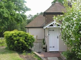 2 bedroom Cottage with Internet Access in Crowborough - Crowborough vacation rentals