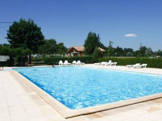Bright 2 bedroom Castres Caravan/mobile home with Shared Outdoor Pool - Castres vacation rentals