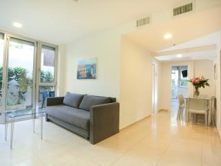 Deluxe Garden - Tel Aviv vacation rentals