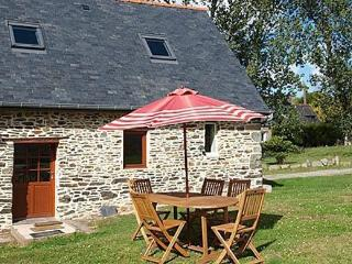 Nice Cottage with Internet Access and Central Heating - Minihy-Treguier vacation rentals