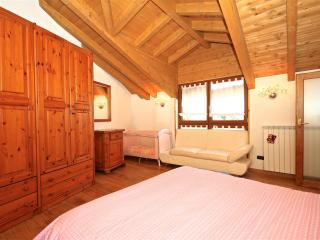 2 bedroom Condo with High Chair in Cadegliano Viconago - Cadegliano Viconago vacation rentals