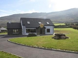 Bright 4 bedroom House in Ballydavid - Ballydavid vacation rentals
