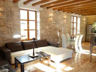 Lovely 2 bedroom Korcula Town Condo with Internet Access - Korcula Town vacation rentals