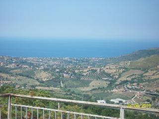 Nice House with Washing Machine and Stove - Laureana Cilento vacation rentals