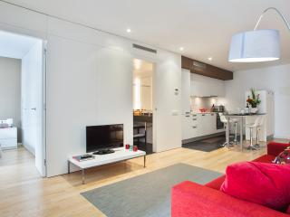 Mistral City Beach Apartment with Pool (2BR) 3.5 - 20% OFF APRIL STAY PROMOTION - Barcelona vacation rentals