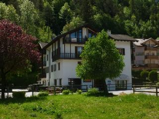 Bright 1 bedroom Condo in Comano Terme with Television - Comano Terme vacation rentals
