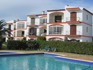 LAGOS 2 BED APT POOL WIFI  6 OCT £300wk £500 x2wk - Lagos vacation rentals