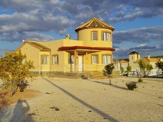 Pinoso holiday villa with pool - Fortuna vacation rentals