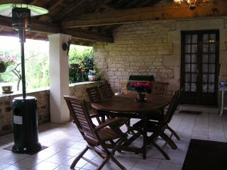 Lovely 2 bedroom Farmhouse Barn in Ruffec - Ruffec vacation rentals