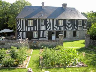 Le Val des Roses – stunning Normandy manor house with 6 bedrooms and fantastic patio - Calvados vacation rentals
