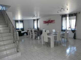 Bright 3 bedroom Gite in Doulcon with Internet Access - Doulcon vacation rentals