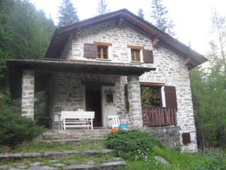 Bright 5 bedroom Chalet in Chiesa In Valmalenco with Balcony - Chiesa In Valmalenco vacation rentals