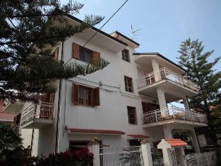 Casa vacanza con vista panoramica - Santa Domenica di Ricadi vacation rentals