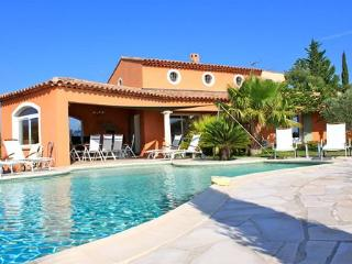 The beautiful La Bigarade, pool and ocean view - La Londe Les Maures vacation rentals