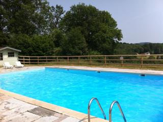 Comfortable Farmhouse Barn in Bourganeuf with Satellite Or Cable TV, sleeps 8 - Bourganeuf vacation rentals