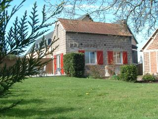 Nice Gite with Internet Access and Swing Set - Friville-Escarbotin vacation rentals