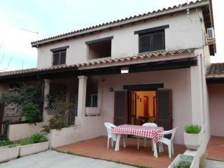 Convenient 2 bedroom San Teodoro Apartment with Television - San Teodoro vacation rentals