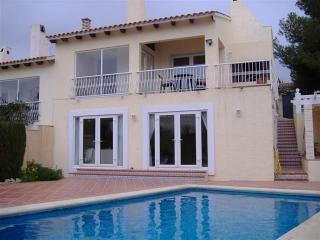 Villa  Aixorta.  Private pool which sleeps 8 - La Nucia vacation rentals