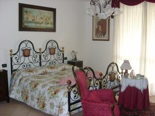 Bright 4 bedroom Padua B&B with Internet Access - Padua vacation rentals