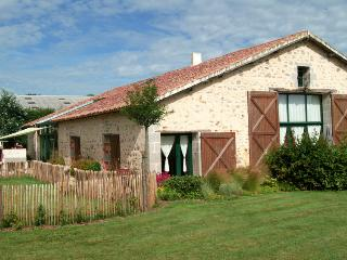 Adorable Gite in Moutiers-les-Mauxfaits with Internet Access, sleeps 10 - Moutiers-les-Mauxfaits vacation rentals