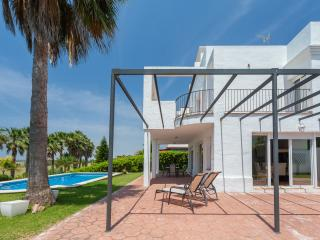 Beautiful 3 bedroom Chalet in Sanlucar de Barrameda - Sanlucar de Barrameda vacation rentals