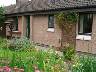 Comfortable 2 bedroom Bungalow in Muir of Ord with Internet Access - Muir of Ord vacation rentals