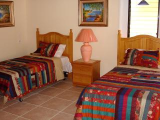 Convenient 3 bedroom Vacation Rental in Providenciales - Providenciales vacation rentals
