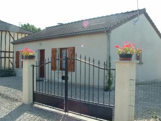 Nice House with Dishwasher and Freezer - Giffaumont-Champaubert vacation rentals