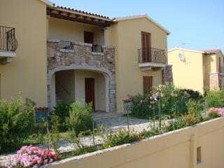 2 bedroom Apartment with Garden in San Teodoro - San Teodoro vacation rentals