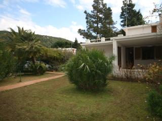 Cozy 3 bedroom Villa in Maracalagonis with A/C - Maracalagonis vacation rentals