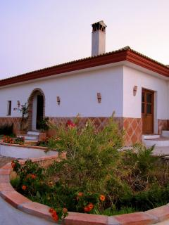 Beautiful Villa with Dishwasher and Fireplace - Guaro vacation rentals