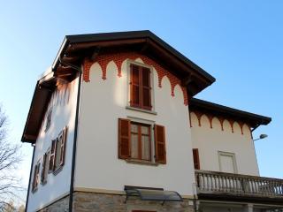 2 bedroom Apartment with Swing Set in Barzio - Barzio vacation rentals