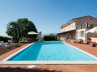 Bright House in San Pietro a Marcigliano with Deck, sleeps 8 - San Pietro a Marcigliano vacation rentals