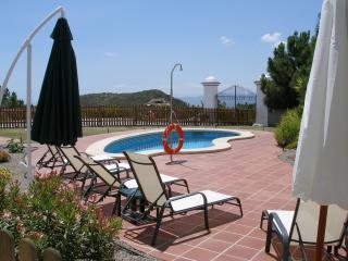 Bright 4 bedroom Canillas de Albaida Villa with Internet Access - Canillas de Albaida vacation rentals