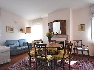 PERSEO - Luxury Flat In Oltrarno Area - Florence vacation rentals