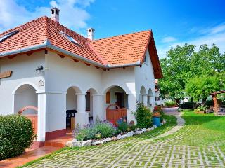 Lovely 5 bedroom Gite in Balatonalmadi - Balatonalmadi vacation rentals