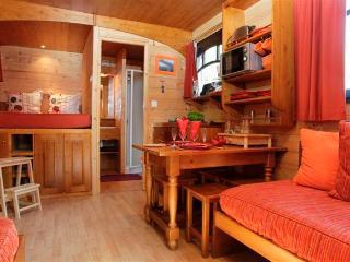 Romantic 1 bedroom Gite in Suzy with Internet Access - Suzy vacation rentals