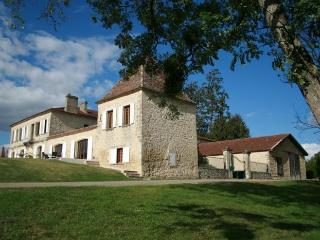 Perfect Manor house with Internet Access and A/C - Duras vacation rentals