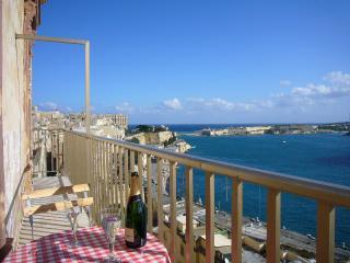 Captains Suite, Valletta. Spectacular harbour view - Valletta vacation rentals