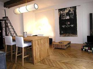 Trendy 1 Bedroom Loft at Montorgueil - Paris vacation rentals