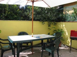 Delizioso bilocale climatizzato - Lido Di Camaiore vacation rentals