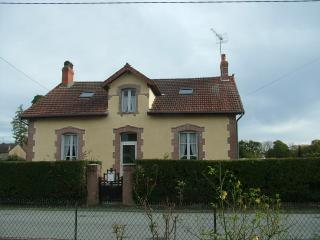 Bright 4 bedroom Aubusson House with Internet Access - Aubusson vacation rentals