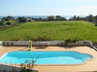 2 bedroom Apartment with Internet Access in Carvoeiro - Carvoeiro vacation rentals