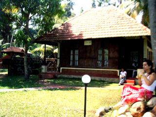 Beautiful 4 bedroom Cottage in Kumarakom - Kumarakom vacation rentals