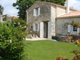 Charming 3 bedroom Le Gua Gite with A/C - Le Gua vacation rentals