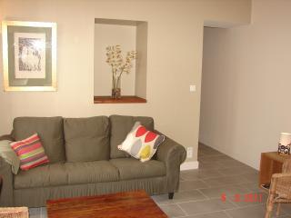 Bright 2 bedroom Sete Condo with Internet Access - Sete vacation rentals